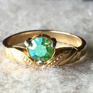 Vintage gold green crystal ring